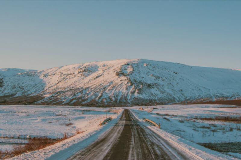 A medida que la temperatura aumenta y el hielo se derrite, la corriente en chorro se desacelera, permitiendo que el aire frío se de en lugares inusuales.