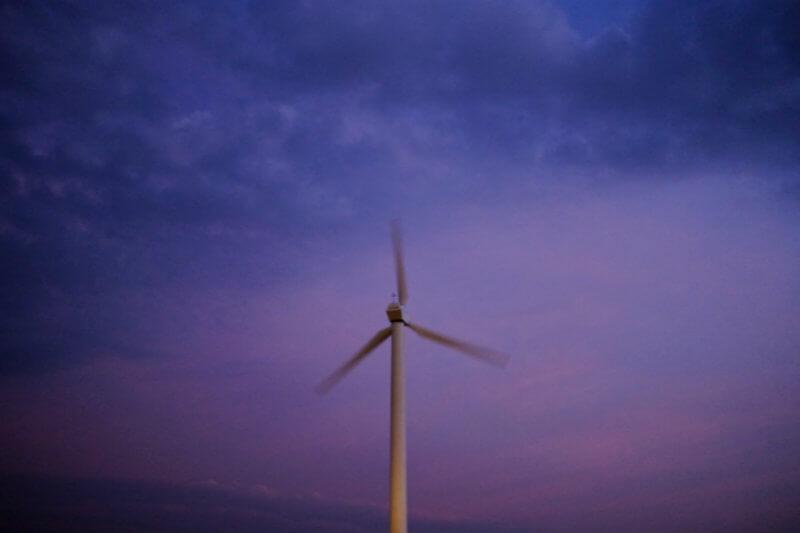 Gigantes europeos de la energía están ansiosos por construir parques eólicos en la costa este de los EE. UU., invertido en arrendamientos y dejando ganancias.
