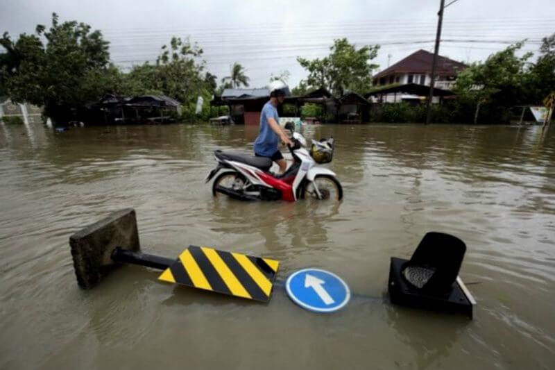 Alrededor de 7,000 personas fueron evacuadas en centros de la sureña provincia tailandesa de Nakhon Si Thammarat, a donde llegó la tormenta Pabuk.