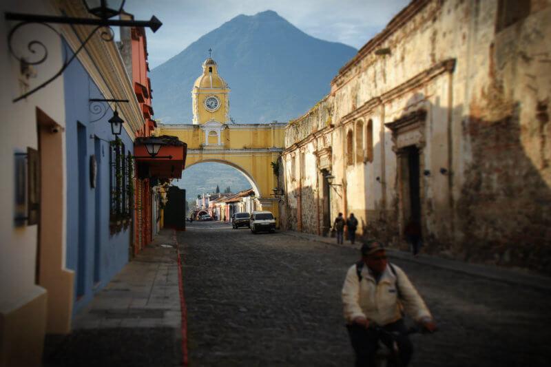 Se imponen multas de 300 quetzales a quienes violen la medida de manera individual y para las empresas serán multas de 3,000 y 7,500 quetzales.