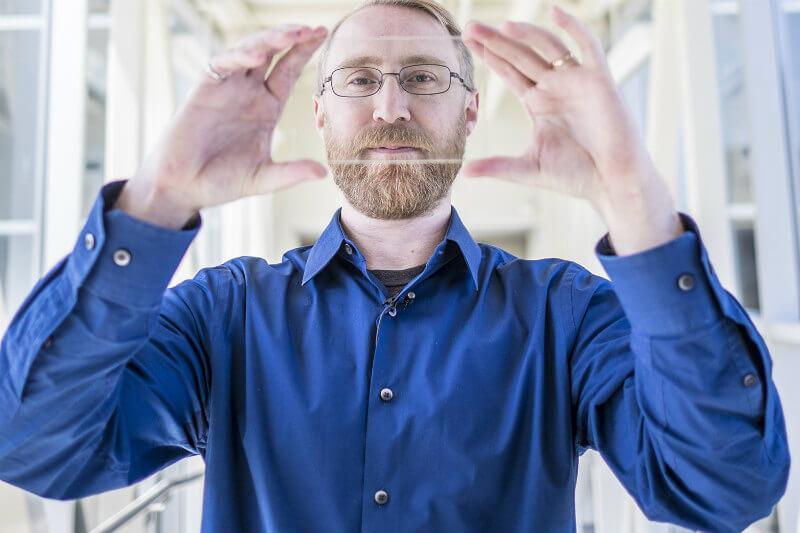 En la Universidad del Estado de Michigan desarrollaron paneles solares transparentes con aplicaciones en arquitectura o la industria automotriz.
