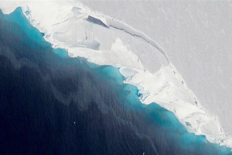 Estudio muestra que el nivel del mar puede aumentar debido al deshielo del glaciar Thwaites por una gran cavidad de 40 km2 en el fondo.