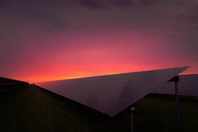 Si la alianza invierte en la instalación de paneles solares en todo el mundo, solo en 12 años habrá más de un billón de vatios de energía solar.
