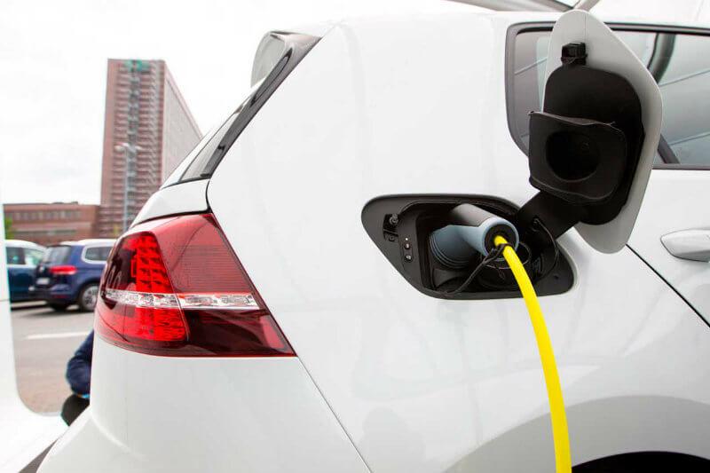 Para 2025-2030, el país producirá sólo autos eléctricos que traerán consigo grandes beneficios a la sociedad, dijo Alexandro Burgueño de Clúster Automotriz.