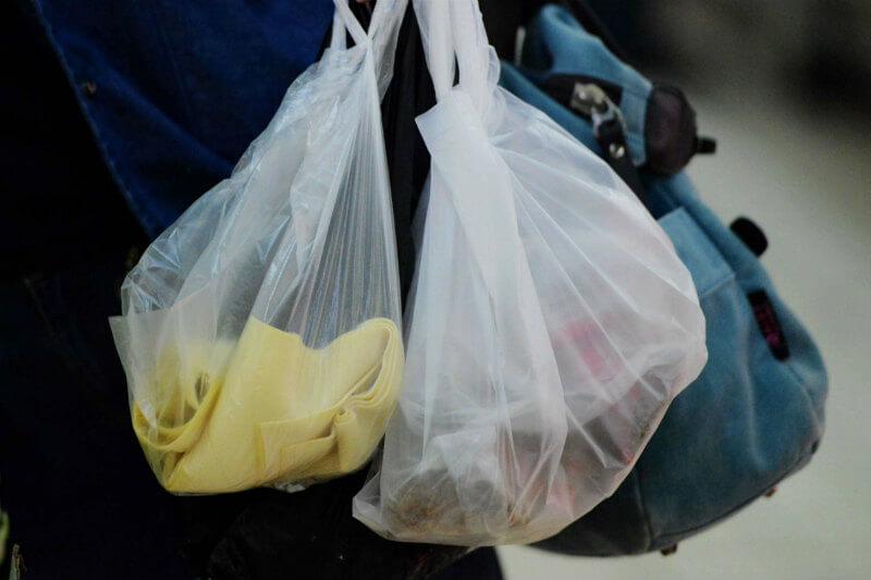 """Con la campaña """"Chao a las Bolsas Plásticas"""", en Chile entró en vigor una ley que prohíbe por completo el uso de las mismas, por su alto nivel contaminante."""