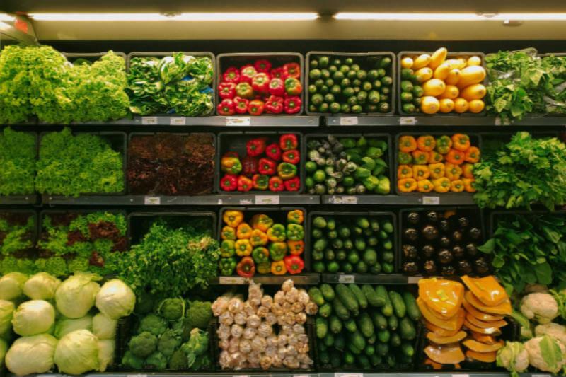 Casi tres de cuatro personas toman sus decisiones de consumo por motivos éticos y sostenibles, aunque se les dificulta con la falta de información y el precio.