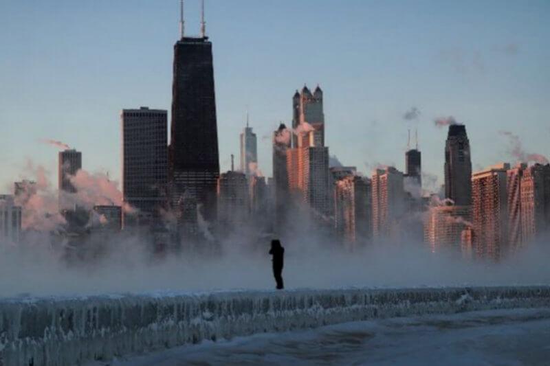 La ola de frío polar que se ha instalado en el norte de Estados Unidos y el sur de Canadá ha causado la muerte de al menos 16 personas, según CNN.