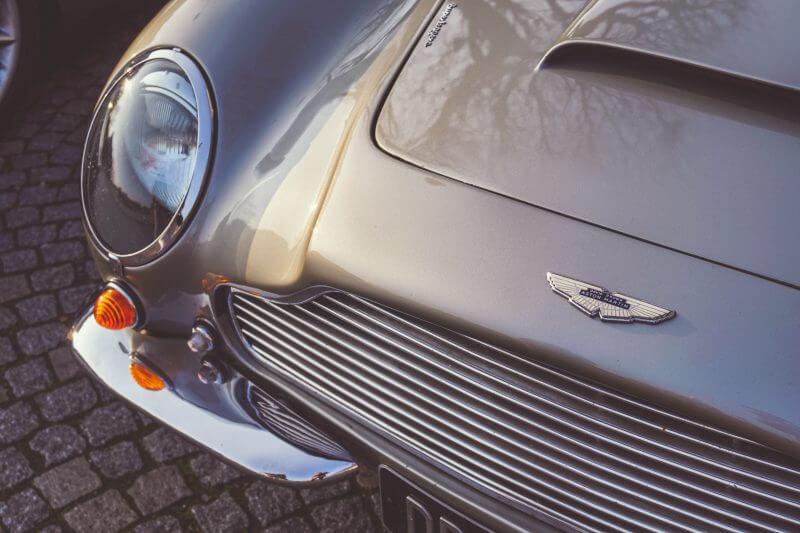 El agente secreto se pondrá al volante del nuevo Rapide E, de la marca Aston Martin, en la película que saldrá el próximo año.