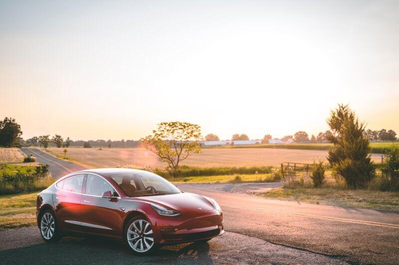 La empresa ha iniciado la venta del Model 3 con un precio de $35,000 en EE. UU. La versión estándar tiene una autonomía de 354 km.