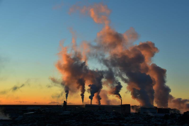 La AIE señala que las emisiones alcanzaron un nivel récord de 33,143 millones de toneladas de CO2 y EE. UU., China e India representaron el 85% de aumento.