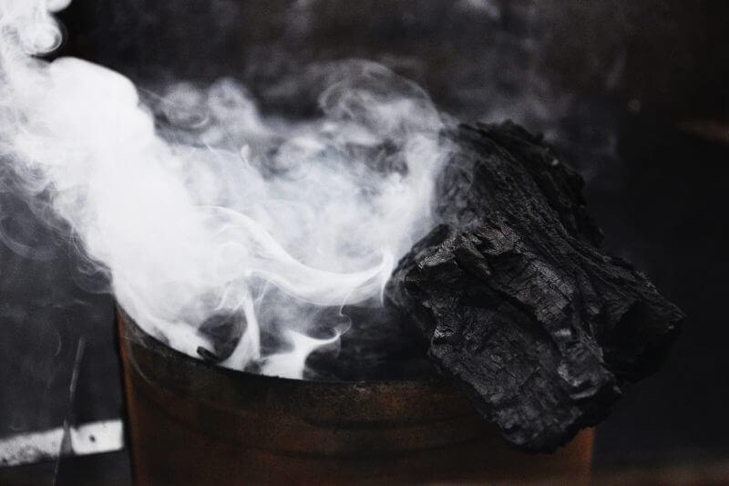 Bancos japoneses y casas comerciales se alejan de inversiones en carbón, de planes para construir energía a base de carbón y vendiendo minas australianas.