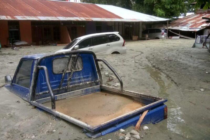 Autoridades elevaron a 104 los fallecidos y 79 los desaparecidos por las inundaciones y los corrimientos de tierra en el este del país.