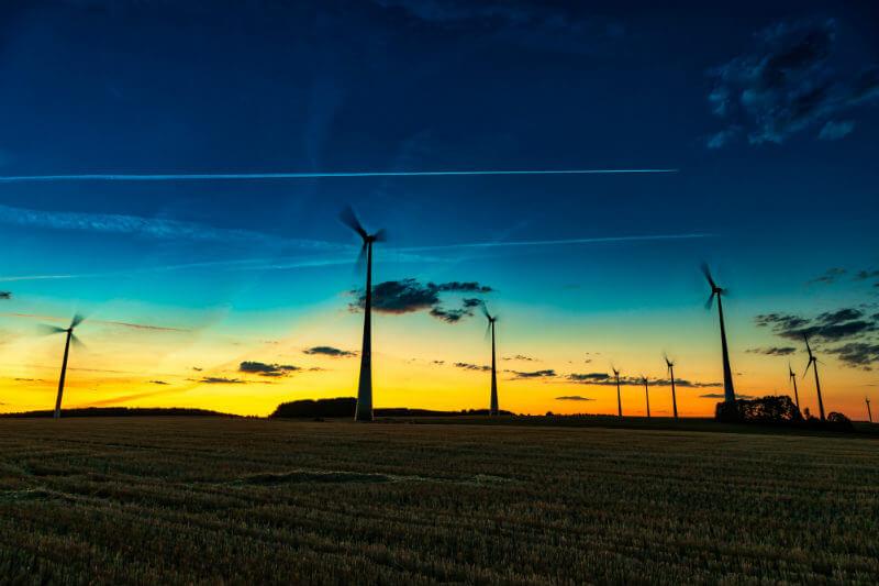 """Reporte afirma que los sistemas energéticos """"son menos abordables (para los consumidores) y no son más sostenibles para el medio ambiente que cinco años atrás""""."""
