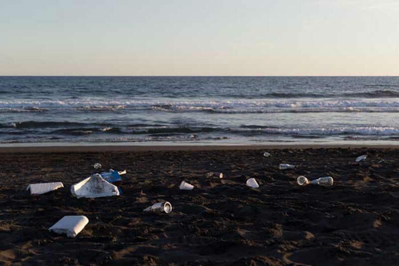 JuanRo es un fotógrafo guatemalteco que ha capturado la contaminación que crean los basureros clandestinos en los paisajes de Guatemala.