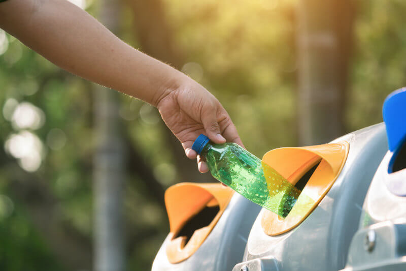 ¿Sabías que no todos los plásticos son reciclables? aquí te explicamos como diferenciarlos.