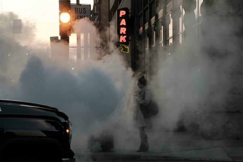 Estadounidenses en riesgo de salud por contaminación del aire.