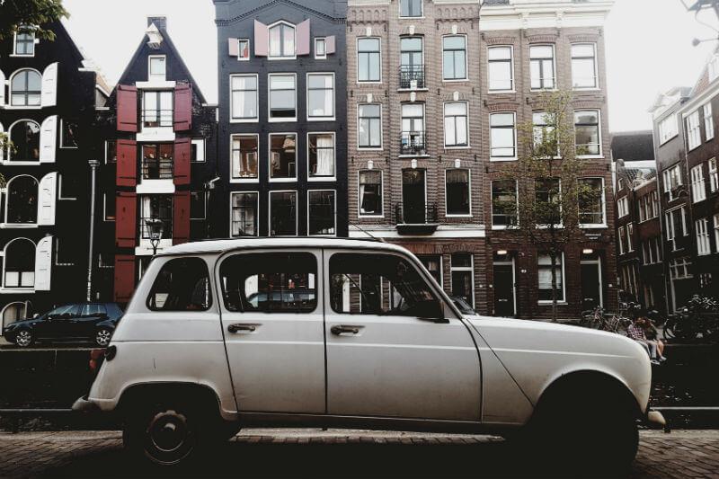 Ayuntamiento Ámsterdam prohibirá vehículos de combustión para 2030.