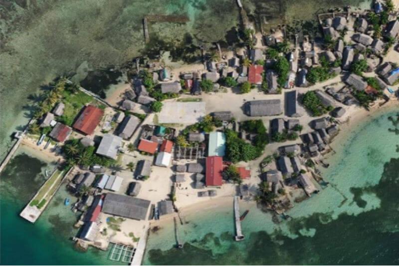 Los habitantes de la Isla Cangrejo en Panamá tendrán que optar por trasladarse antes que el mar continúe hundiendo la isla entera.