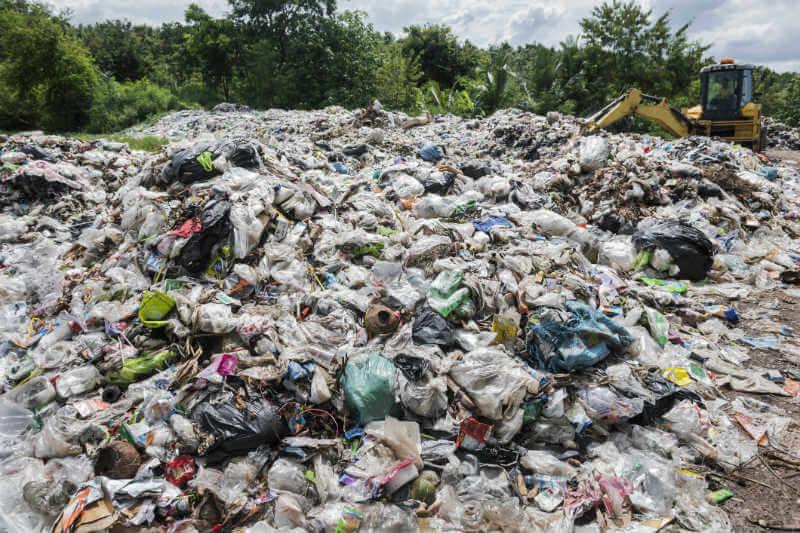 Naciones líderes en el mundo enviaron 3,000 toneladas de plástico no reciclable a Malasia.
