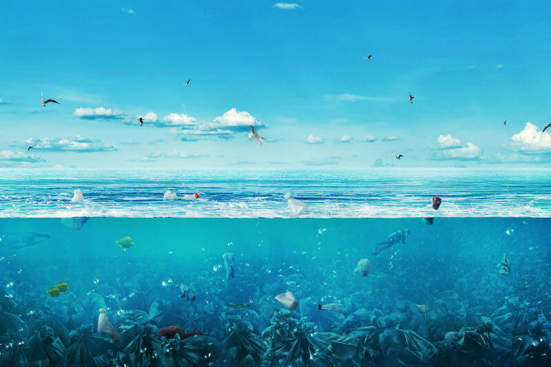 Estudio demuestra la acumulación multiplicada de plástico en los océanos.