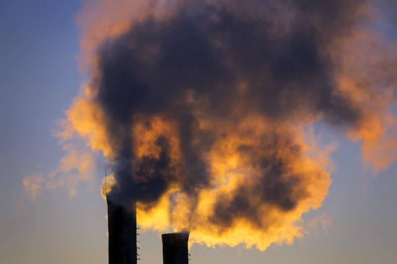 Registran altos niveles de CO2 en la atmósfera por consumo de combustibles fósiles.
