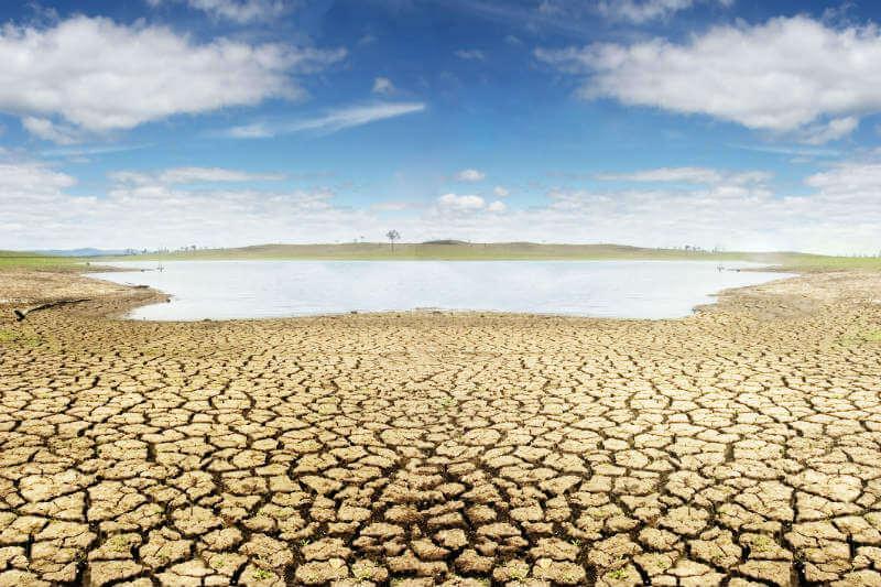 Debido a crisis de sequía en el país se restringirá el uso del agua en varios sectores.