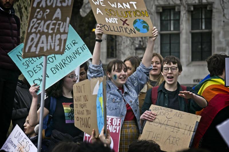 """Grupos """"verdes"""" han logrado impulsar el cambio climático dentro de los temas de discusión en la agenda parlamentaria de los partidos en la Unión Europea."""