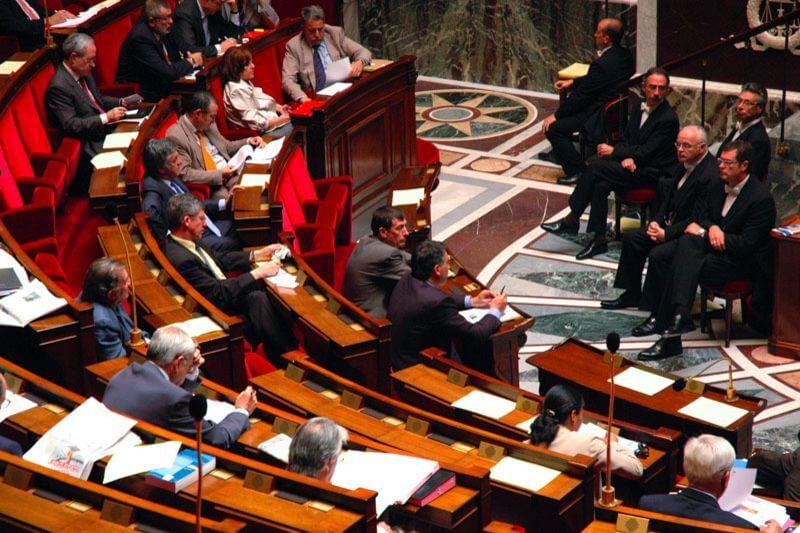 La Asamblea Nacional francesa fija unos nuevos objetivos para alcanzar la neutralidad de carbono a mediados de siglo.