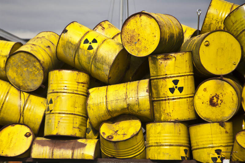 Promueve el uso de energía nuclear a pesar de su desastre en la planta nuclear de Fukushima.