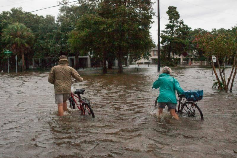 Barry llegó al estado de Luisiana, EE.UU. como tormenta tropical, sin embargo autoridades mantienen alerta por riesgo de inundaciones.
