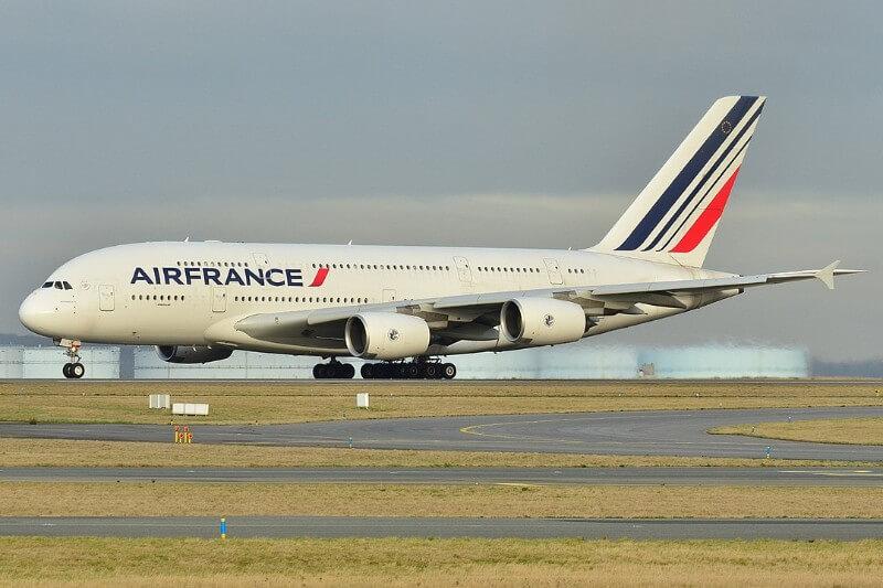 """El próximo año se presentará una """"ecotasa"""" en los vuelos que salen de Francia"""