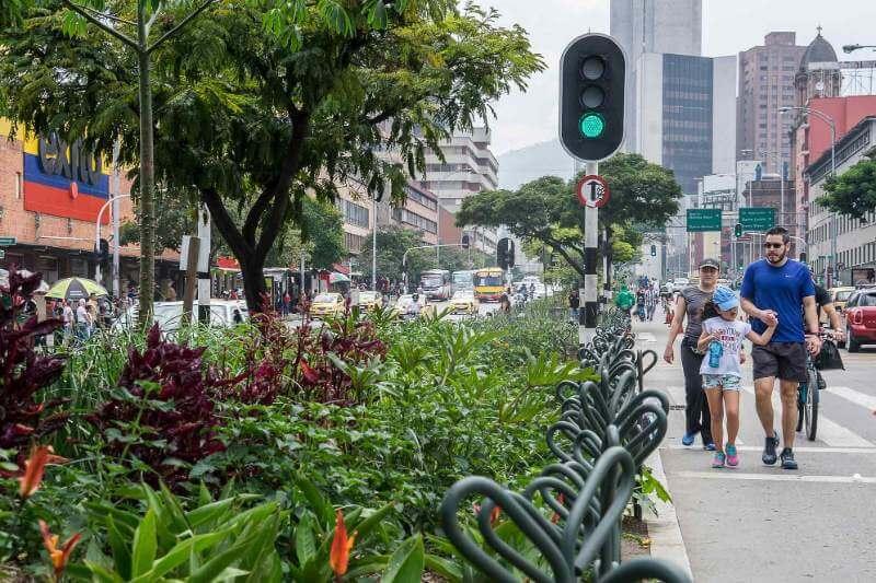 Los funcionarios de la ciudad colombiana convirtieron 18 calles y 12 vías fluviales en corredores verdes.