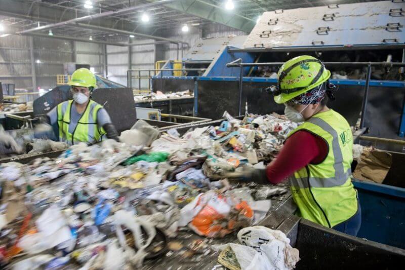 Autoridades de Pekín seguirán el ejemplo de Shanghái al publicar una nueva normativa sobre el reciclaje doméstico.