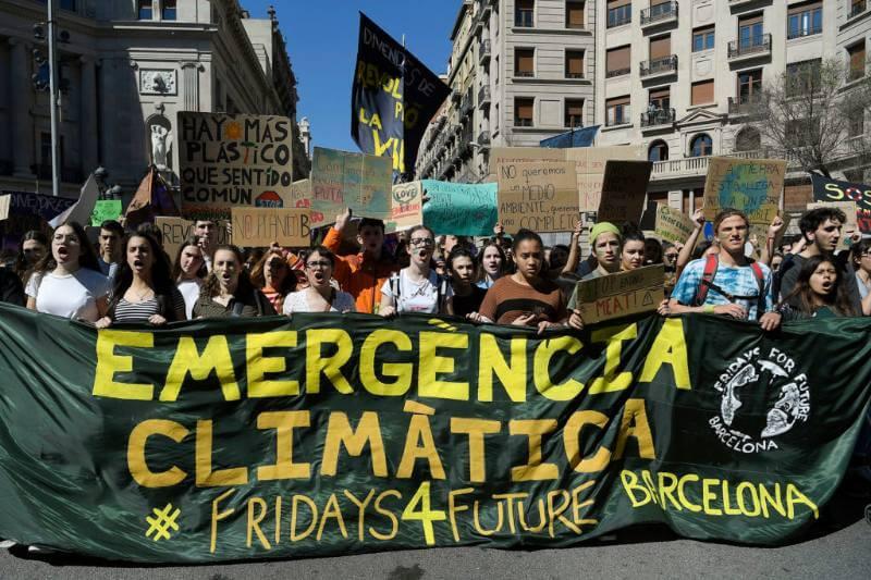 Estudiantes han firmado un compromiso colectivo con el objetivo de convertirse en carbono neutrales para 2030 ante la necesidad de una transformación drástica.