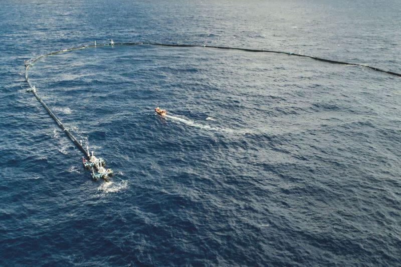 La trampa flotante está diseñada para atrapar 1.8bn de artículos de plástico sin dañar la vida marina, la cual terminó rompiéndose la última vez.