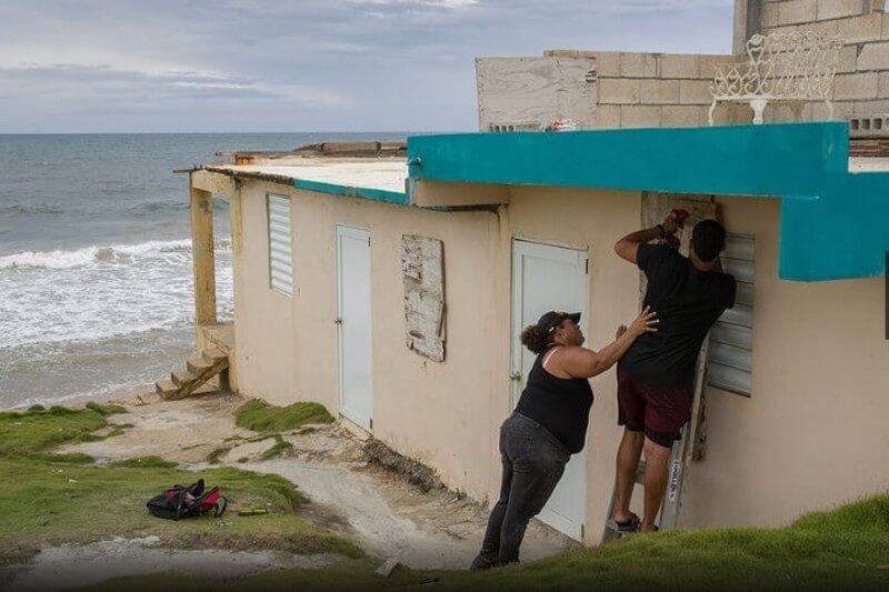 Se espera que Dorian toque tierra este miércoles, trayendo lluvias peligrosas e inundaciones