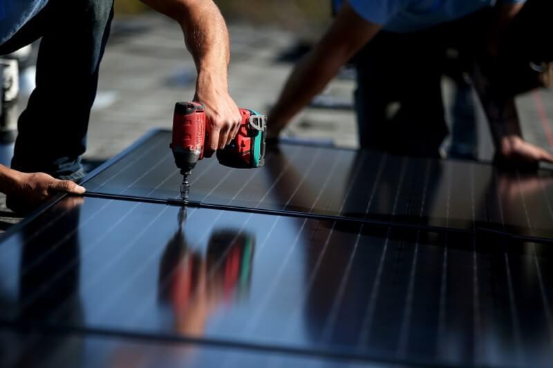 Cuatro de cada 10 empleos solares en EE.UU. se encuentran en California, a medida que las leyes ambientales continúan aumentando.