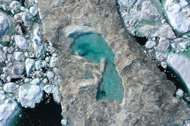 El hielo del mar en el Ártico y la Antártida se ha reducido a mínimos históricos.