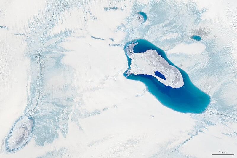 La ola de calor ha provocado temperaturas superiores a las habituales en estas fechas, acelerando el deshielo en Groenlandia.