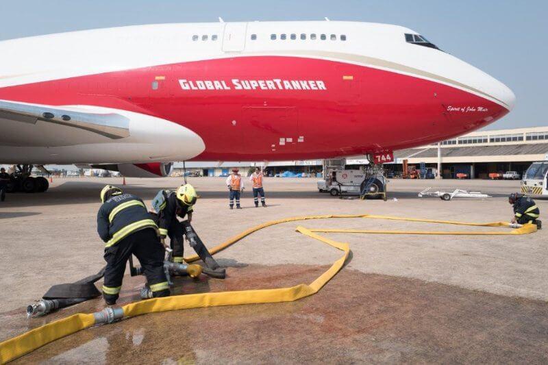 El país andino alquila un avión estadounidense para combatir el avance de las llamas.