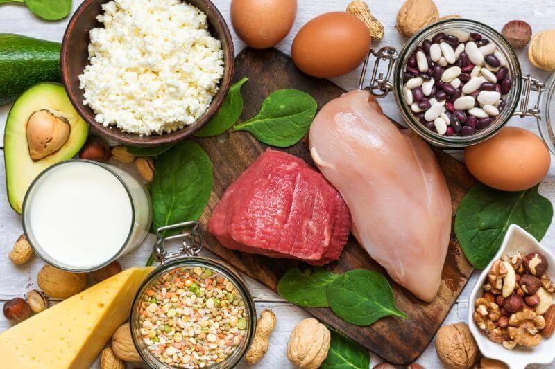 El consumo de carne, pescado o productos lácteos solo una vez al día dejarían menos huella en el cambio climático que una dieta vegetariana, según científicos.