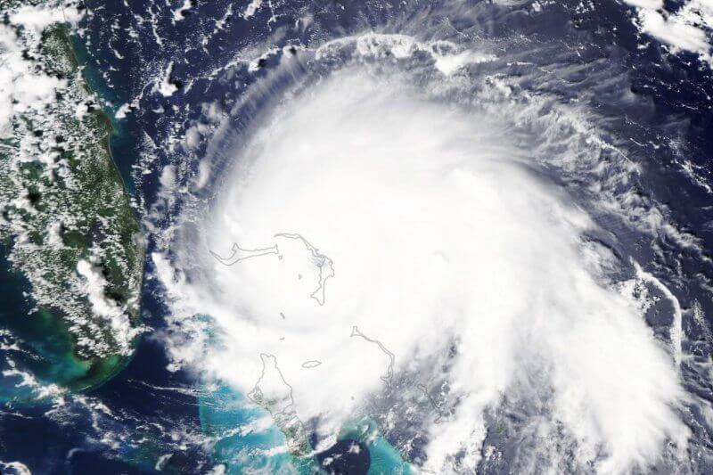 El huracán ha causado la caída de los sistemas de comunicaciones, destruido viviendas, calles y vehículos a su paso por las Islas Ábaco.