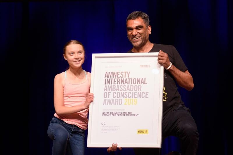 """La joven activista recibió junto con el movimiento estudiantil """"Viernes para el Futuro"""" el premio de Embajadora de Conciencia de Amnistía Internacional 2019."""