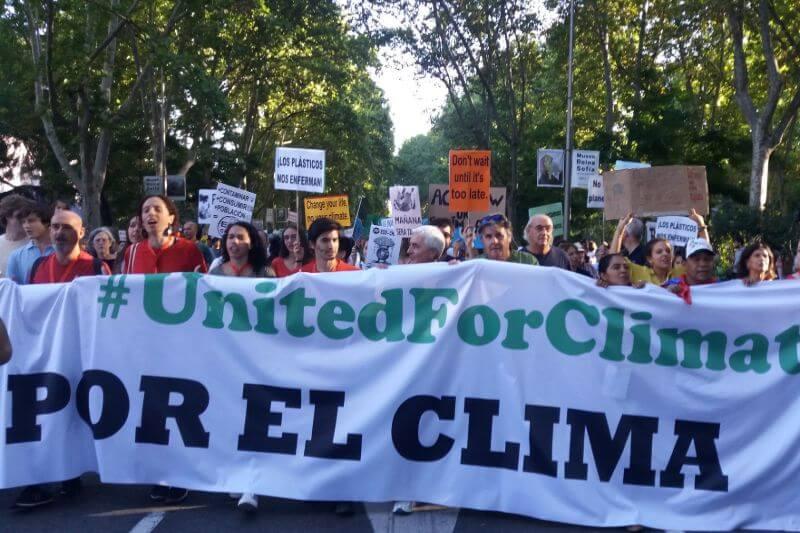 Cientos de miles de personas en todo el mundo se unen culminando la semana climática para exigir medidas urgentes ante la creciente emergencia ecológica.