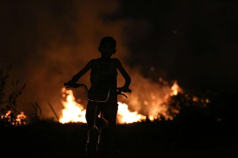 El número de niños hospitalizados con problemas respiratorios se duplicó a causa de los incendios forestales que se multiplicaron en la selva amazónica.
