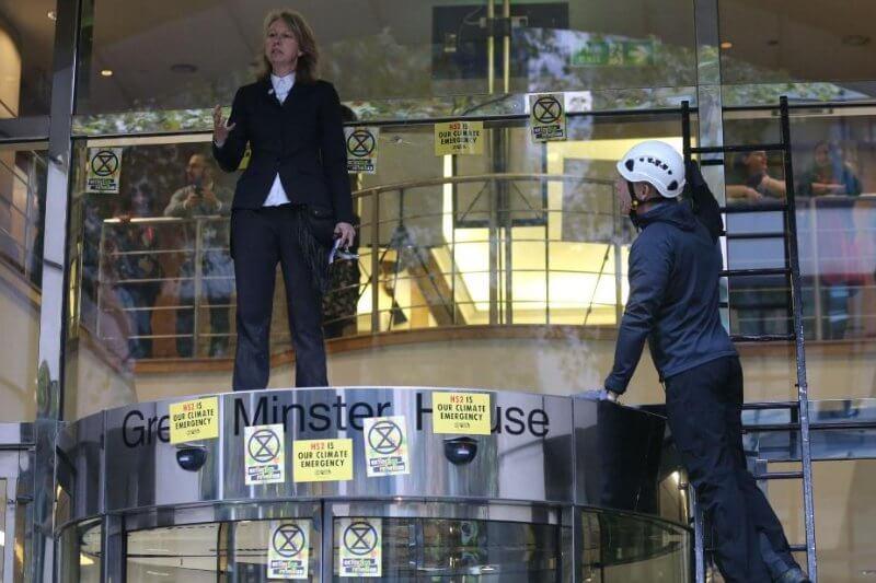 Utilizando la sección 14 de la Ley de Orden Público, la Policía Metropolitana prohibió efectivamente las protestas en todo Londres.