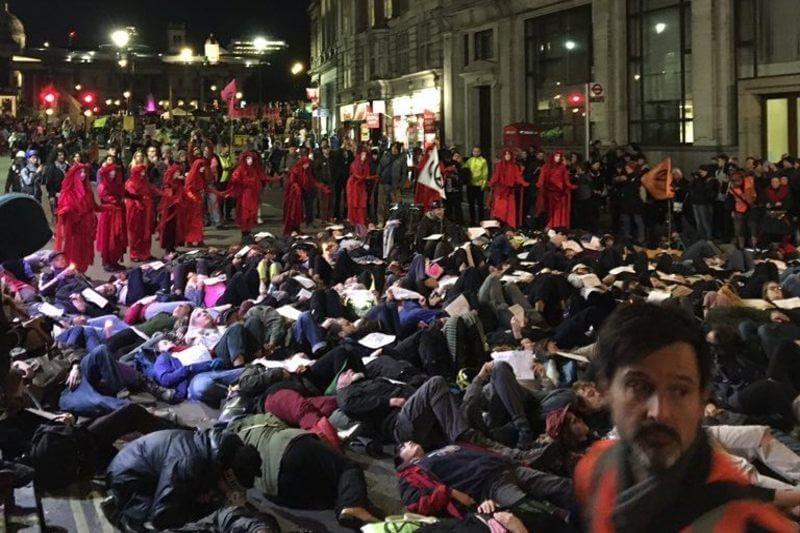 El movimiento buscaocupar pacíficamente los centros del poder y cerrarlos, tanto en los de la capital británica como de todo el mundo.