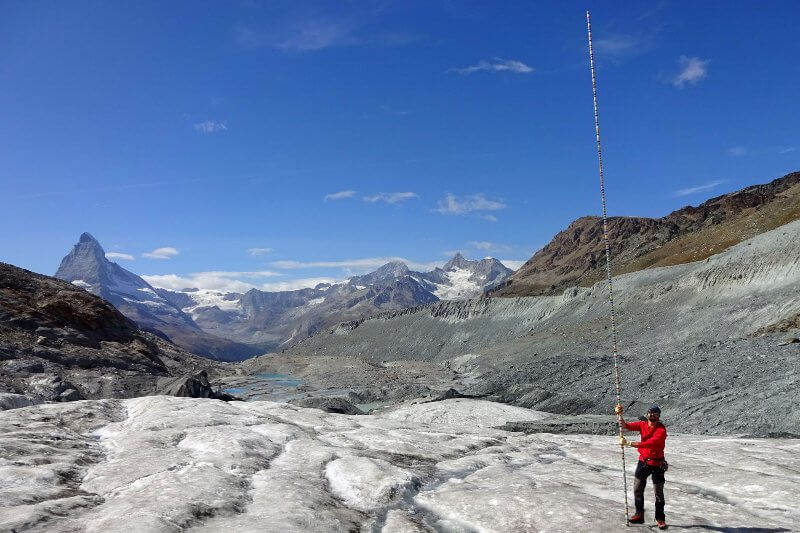 """deshielo de los glaciares fue del 2% y alcanzó """"niveles récord"""" este verano debido a las olas de calor que sufrió Europa."""