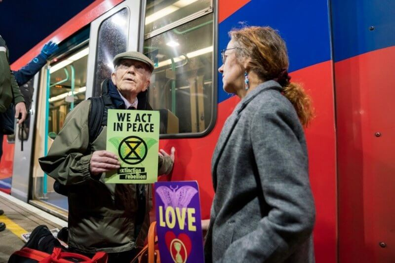 La interrupción de los trenes de Londres fue rechazada por el 72% de los activistas en la encuesta