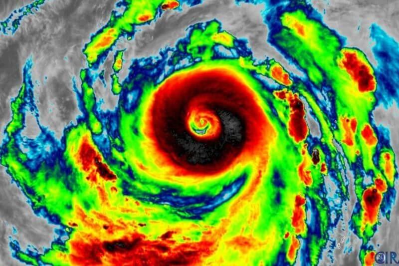 Hagibis está previsto a llegar este sábado con vientos cercanos a los160 km/h con lluvias torrenciales y se espera que vaya disminuyendo su intensidad.